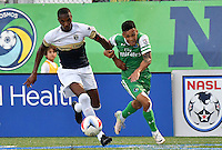 HEMPSTEAD - USA. 13-07-2016: David Diosa (Der) jugador del New York Cosmos disputa el balón con Kevan George (Izq) jugador de Jacksonville Armada FC durante partido por la temporada de otoño 2016 de la North American Soccer League (NASL) jugado en el estadio James M. Shuart Stadium de la ciudad de Hempstead, NY./ David Diosa (R) player of New York Cosmos vies for the ball with Kevan George (L) player of Jacksonville Armada FC during match for the fall season 2016 of the  North American Soccer League (NASL) played at James M. Shuart Stadium in Hempstead, NY. Photo: VizzorImage/ Gabriel Aponte / Staff