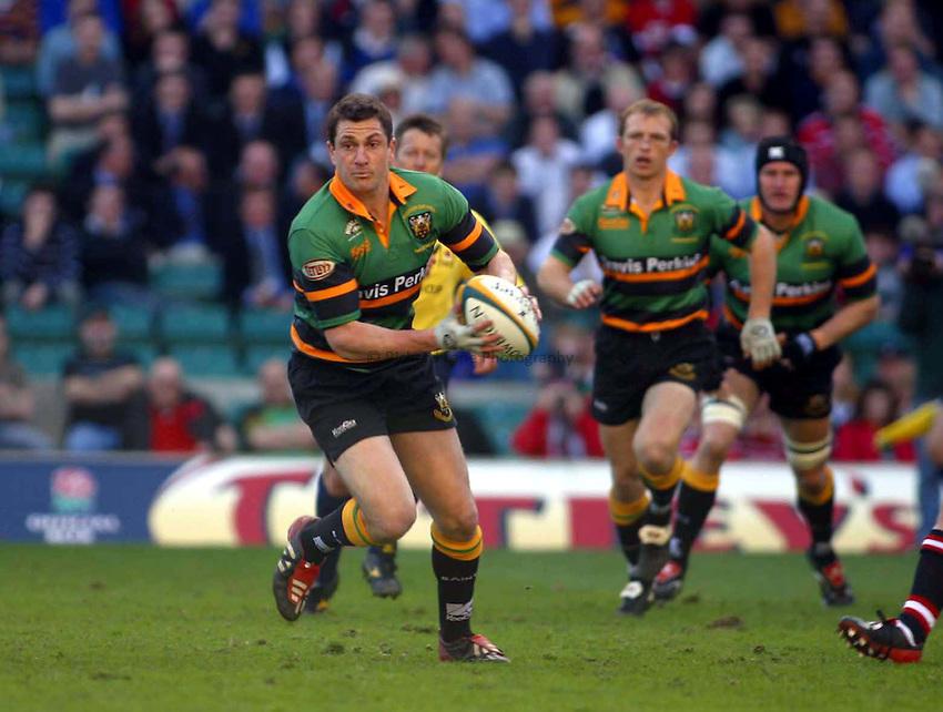 Photo. Jo Caird.Gloucester v Northampton Saints. Powergen Cup Final. 05/04/2003.Paul Grayson
