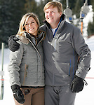Dutch King Willem-Alexander, Argentine born Dutch Queen Maxima of The Netherlands pose at a photocall during their ski holidays, in Lech am Arlberg on February 23, 2015.  PIERRE TEYSSOT