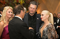 US entertainer Gwen Stefani (R), US entertainer Blake Shelton (2-R), New York Governor Andrew Cuomo (2-L) and US chef and author Sandra Lee (L) attend a state dinner for Italian Prime Minister Matteo Renzi, hosted by US President Barack Obama, on the South Lawn of the White House in Washington DC, USA, 18 October 2016. President Obama hosts his final state dinner, featuring celebrity chef Mario Batali and singer Gwen Stefani performing after dinner. <br /> Credit: Michael Reynolds / Pool via CNP / MediaPunch