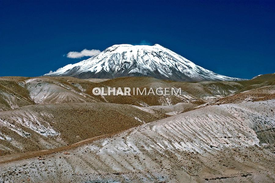 Montanhas no Deserto do Atacama. Chile. 2004. Foto de Maristela Colucci.