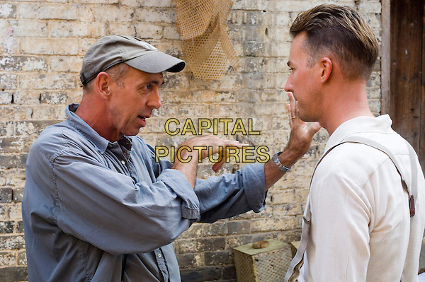 STUART DRYBUGH (CINEMATOGRAPHER) & EDWARD NORTON.on the set of The Painted Veil .**Editorial Use Only**.CAP/FB.Supplied by Capital Pictures