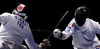 un attacco di Matteo Tagliariol in finale contro il francese Fabrice Jennet. Tagliariol ha vinto la prima medaglia d'oro per l'Italia<br /> Fencing Hall - Men's Individual Epee - Spada<br /> Pechino - Beijing 10/8/2008 Olimpiadi 2008 Olympic Games<br /> Foto Andrea Staccioli Insidefoto
