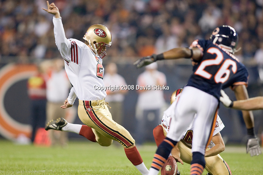 Kicker Joe Nedney #6 of the San Francisco 49ers kicks a field goal against the Chicago Bears at Soldier Field on August 21, 2008 in Chicago, Illinois. The 49ers defeated the Bears 37-30. (AP Photo/David Stluka)