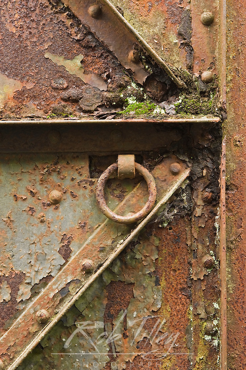 USA, WA, Fort Columbia SP, Rusty Steel Door