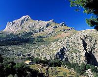 Spanien, Mallorca, die Serra de Tramuntana (kastilisch: Sierra de Tramontana), ein Gebirgszug im Nordwesten mit dem Puig Major (1.445 m) | Spain, Mallorca, Serra de Tramuntana (Sierra de Tramontana) mountain range with Puig Major (1.445 m)