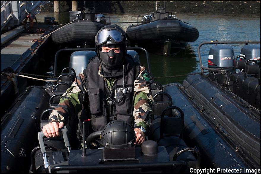 Juin 2010, Commandos Marine.<br /> NONO, MANOEUVRIER-PILOTE ETRACO AU SVNC