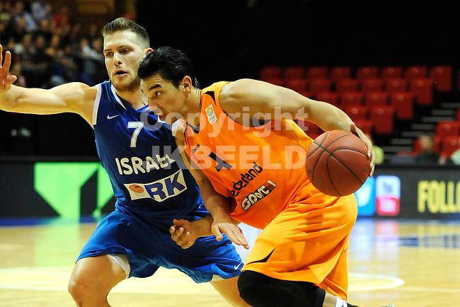 GRONINGEN  Basketbal, Nederland - Israel, Martiniplaza, EK kwalificatie ,  seizoen 2014-2015, 13-08-2014,  Arvin Slagter in duel met Gal Mekel