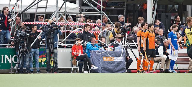 EINDHOVEN - HOCKEY -  De KNHB wedstrijdtafel / scheidsrechterstafel bij OZ, tijdens de derde wedstrijd van halve finale van de play off in de mannen hoofdklasse hockeywedstrijd tussen Oranje Zwart en Kampong (4-0). OZ bereikt de finale. FOTO KOEN SUYK