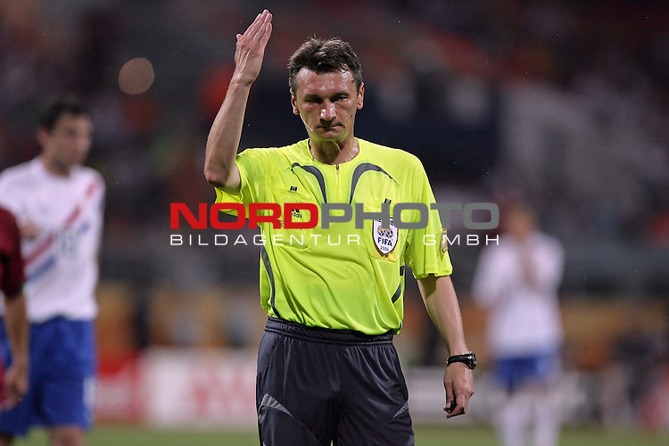FIFA WM 2006 -  Round of Sixteen - / Viertelfinale <br /> Play     #52 (25-Jun) - Portugal vs Niederlande ( Holland ) 1:0<br /> <br /> Referee Valentin Ivanov <br /> <br /> <br /> Foto &copy; nordphoto