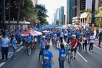 SÃO PAULO, SP, 02.04.2017 -DIA-AUTISMO - Caminhada em comemoração ao dia mundial da conscentização do autismo, na Av.Paulista, zona sul de São Paulo, neste domingo, 02.(Foto: Adar Rodrigues/Brazil Photo Press)