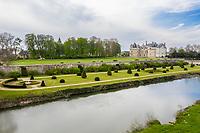 France, Sarthe (72), Le Lude, château et jardins du Lude au printemps (avril) et le Loir (vue aérienne)