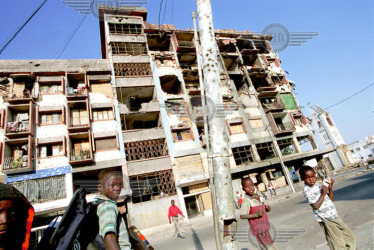 © J.B. Russell / Panos Pictures..Kuito, Angola. 10/08/2002...Apartment buildings destroyed during the war continue to be inhahabited. Following the death of Jonas Savimbi, a cease fire was signed on the 4th of April, 2002, ending 27 years of civil war in Angola. The conflict has devastated the country and provoked a humanitarian disaster. Little remains of the country's infrastructure, towns, hospitals or schools.