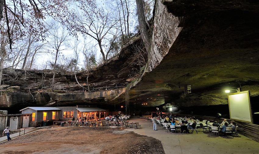Rattlesnake Saloon near Tuscumbia, AL.    (The Huntsville Times/Bob Gathany Photographer)