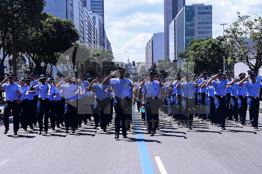 RIO DE JANEIRO, RJ, 07.09.2013 - DESFILE CIVICO DIA DA INDEPENDENCIA - Preparativos para o desfile cívico do dia da independência, na manhã deste sábado (7), no centro do Rio de Janeiro. (Foto: Marcelo Fonseca / Brazil Photo Press).