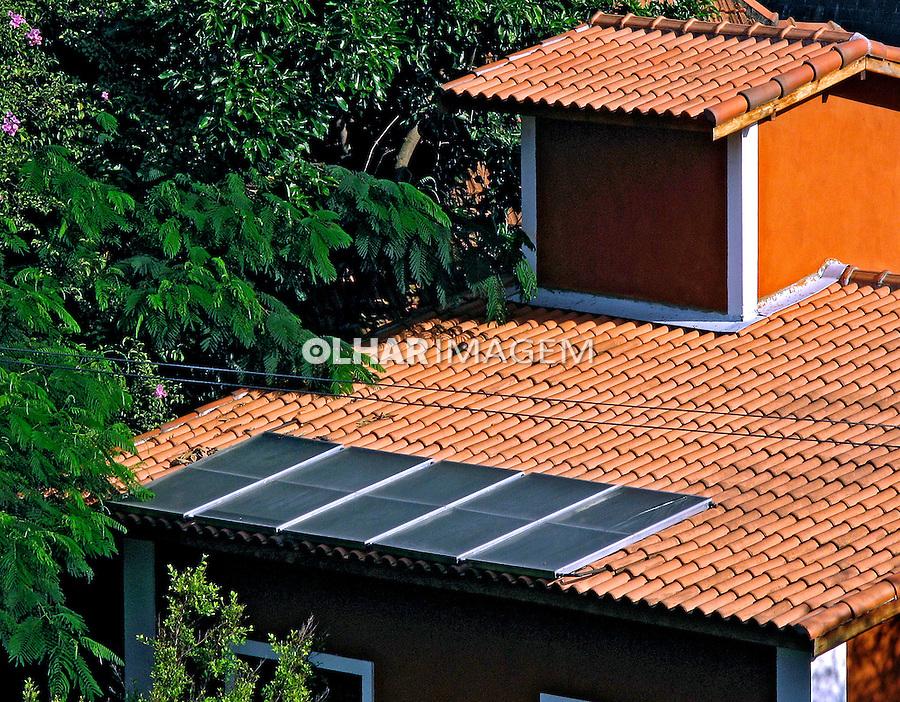 Casa com aquecimento solar. SP. Foto de Manuel Lourenço.