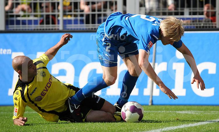 FUSSBALL  1. BUNDESLIGA   SAISON 2009/2010  31. SPIELTAG Borussia Dortmund - TSG 1899 Hoffenheim          18.04.2010 DEDE (li, Dortmund) gegen Andreas BECK (re, Hoffenheim)