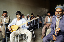 France 1989.In a dormitory, Kurdish Iraqi immigrants listening a Kurdish singer.France 1989.Dans un dortoir du camp de Lastic, , un chanteur kurde irakien