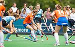 BLOEMENDAAL - Helen Richardson-Walsh (Bl'daal)   , 2e play out wedstrijd tussen Bloemendaal-HGC dames (2-0). op de achtergrond scheidsrechter Fanneke Alkemade.  COPYRIGHT KOEN SUYK