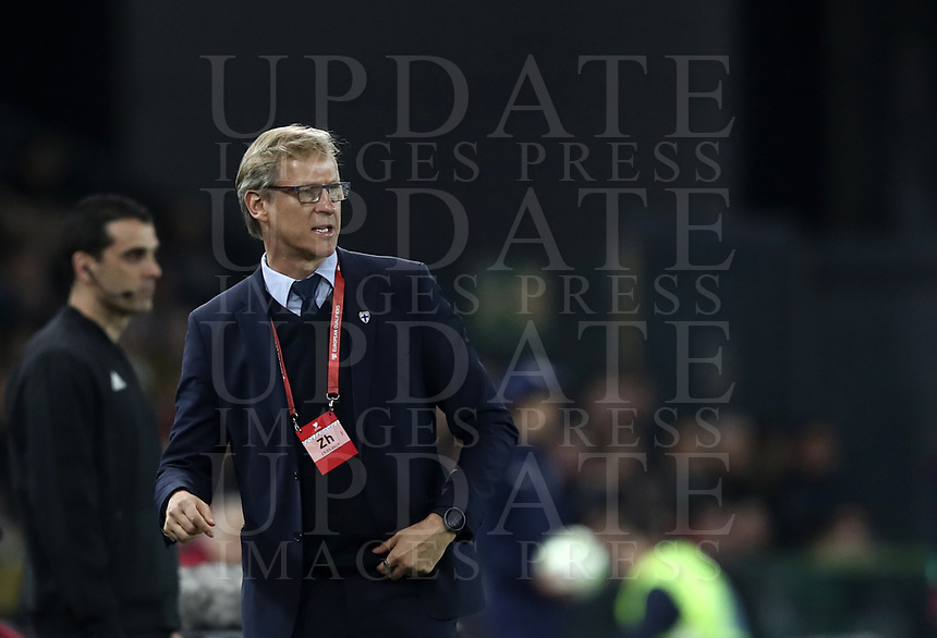 Football: Euro 2020 Group J qualifying football match Italy vs Finland at the Friuli Stadium in Udine on march  23, 2019<br /> Finland's national coach Markku Kanerva speaks to his players during the Euro 2020 qualifying football match between Italy and Finland at the Friuli Stadium in Udine, on march 23, 019<br /> UPDATE IMAGES PRESS/Isabella Bonotto