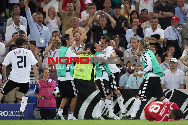 UEFA Euro 2008 Semi-Finals Match 29 Basel - St. Jakob-Park. Deutschland ( GER ) - T&uuml;rkei ( TUR ) 3:2 ( 1:1 ). <br /> Der Torsch&uuml;tze zum 3:2 Endstand, Philipp Lahm ( Germany / Verteidiger / Defender / Bayern Muenchen #16 ) (2.v.r.), wird von Christoph Metzelder ( Germany / Verteidiger / Defender / Real Madrid #21 ), Kevin Kuranyi ( Germany / Angreifer / Forward / Schalke 04 #22 ), Piotr Trochowski ( Germany / Mittelfeldspieler / Midfielder / Hamburger SV #14 ) und Clemens Fritz ( Germany / Mittelfeldspieler / Midfielder / Werder Bremen #04 ) vor der Fantrib&uuml;ne gefeiert.<br /> Foto &copy; nph (  nordphoto  )