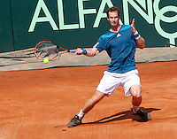 Britain's Andy Murray returns a shot against  Italy's Fabio Fognini during their Davis Cup quarter-final tennis match in Naples April 6, 2014.