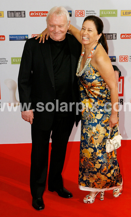 **ALL ROUND PICTURES FROM SOLARPIX.COM**.**SYNDICATION RIGHTS FOR UK AND SPAIN ONLY**.The German newspaper 'Bild' allocates media award Osgar since 1994 people who worked for peace and freedom and for the coalescence of Germany..This pic:Sir Anthony Hopkins and his wife Stella .JOB REF:6715-CPR/Sebastian Willnow  DATE:24_06_08.**MUST CREDIT SOLARPIX.COM OR DOUBLE FEE WILL BE CHARGED* *UNDER NO CIRCUMSTANCES IS THIS IMAGE TO BE REPRODUCED FOR ANY ONLINE EDITION WITHOUT PRIOR PERMISSION*