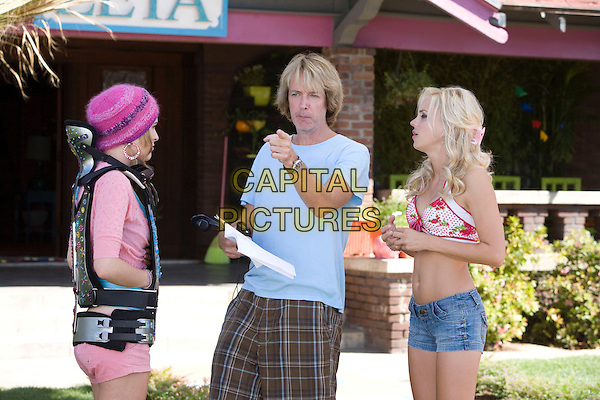 RUMER WILLIS, FRED WOLF (DIRECTOR) &ANNA FARIS.on the set of The House Bunny.*Filmstill - Editorial Use Only*.CAP/FB.Supplied by Capital Pictures.