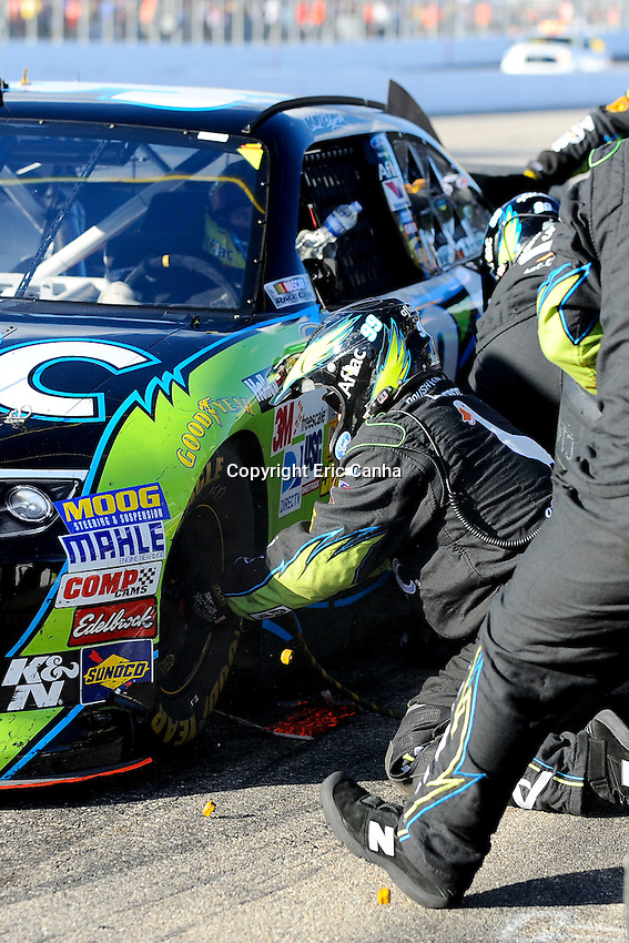 September 23, 2012  Sprint Cup Series driver Carl Edwards' (99) pit crew change tires on his car during the NASCAR Sprint Cup Series Sylvania 300 race held at the New Hampshire Motor Speedway in Loudon, New Hampshire.  Eric Canha/CSM