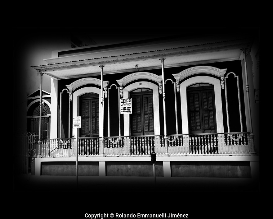 Entrop&iacute;a Ponce&ntilde;a: Registro de una ciudad desdentada.<br /> <br /> #streetphotography #fotografiacallejera #ponce #remmanuelli <br /> <br /> M&aacute;s fotos de Rolando Emmanuelli Jim&eacute;nez en http://www.remmanuelli.com<br /> <br /> Original photographs of magnificent places, people, nature and landmarks from Puerto Rico. The images are available for download or printing at http://www.remmanuelli.com. Rolando Emmanuelli-Jim&eacute;nez is a Puerto Rican attorney and photographer who specializes in Puerto Rican scenery, culture and people. He has been practicing this art since childhood and has won contest prizes and recognition for his art. Images are usually printed and shipped within 2 business days, less if expedited shipping is chosen. You will be notified via email when the order has shipped including a tracking number if already available.
