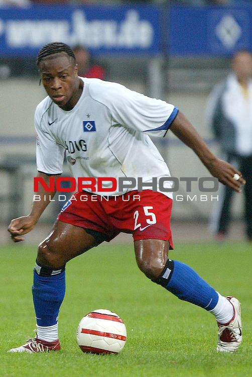 Bundesliga 2004/2005 -  Hamburger SV <br /> <br /> Hamburger SV vs Hertha BSC Berlin<br /> <br /> Einzelaktion Emile Mpenza<br /> <br /> Foto &copy; nordphoto - Anja Heinemann<br /> <br /> <br /> <br /> <br /> <br /> <br /> <br />  *** Local Caption *** Foto ist honorarpflichtig! zzgl. gesetzl. MwSt.<br /> <br /> Belegexemplar erforderlich<br /> <br /> Adresse: nordphoto<br /> <br /> Georg-Reinke-Strasse 1<br /> <br /> 49377 Vechta