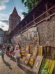 Kraków 20-07-2019. Galeria obrazów na murze starego miasta przy Bramie Floriańskiej.<br /> Picture Gallery on the wall of the old town at the Florian Gate.