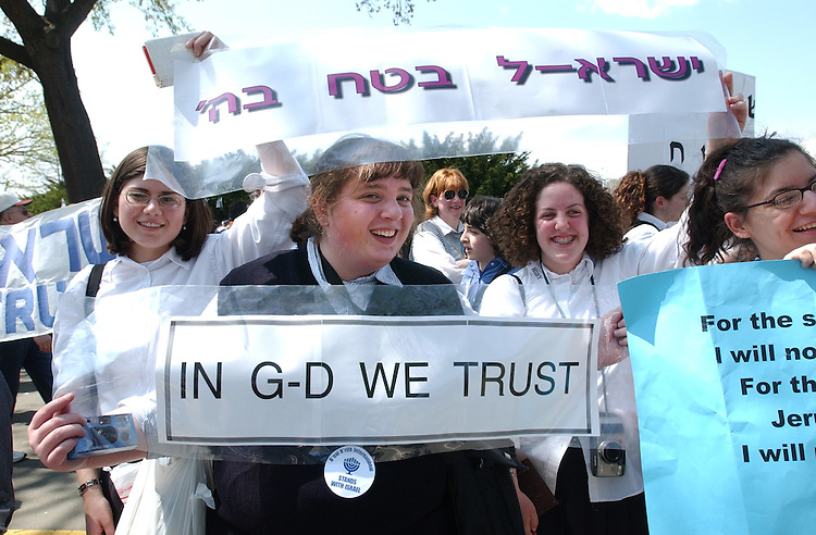 israeli5/041502 - High Schoolers from Chicago display signs at the Pro Israel rally on the West Front of the Capitol, Monday.