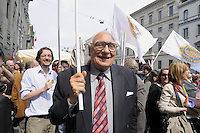 - Milan, demonstration of April 25, anniversary of Italy's Liberation from the nazifascism, Marco Pannella , leader of the Radical Party....- Milano, manifestazione del 25 aprile, anniversario della Liberazione dell'Italia dal nazifascismo, Marco Pannella , leader del Partito Radicale