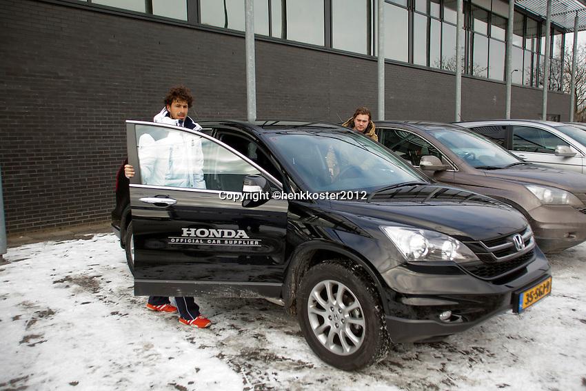 07-02-12, Netherlands,Tennis, Den Bosch, Daviscup Netherlands-Finland, Robin Haase stapt in een Honda