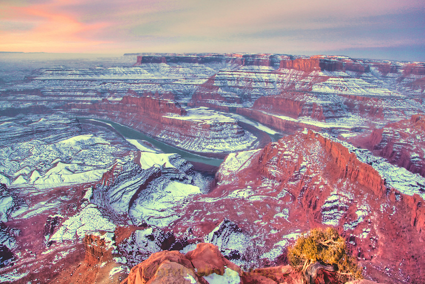 Sunrise on a snowy Dead Horse Point.