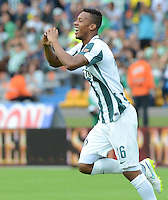 MEDELLÍN -COLOMBIA - 01-03-2015: Jonathan Copete (Izq) jugador de Atlético Nacional celebra un gol anotado a Uniautónoma durante partido por la fecha 7 de la Liga Aguila I 2015 jugado en el estadio Atanasio Girardot de la ciudad de Medellín./ Jonathan Copete (L) player of Atletico Nacional celebrates a goal scored to Uniautonoma during the match for the  7th date of the Aguila League I 2015 at Atanasio Girardot stadium in Medellin city. Photo: VizzorImage/León Monsalve/STR