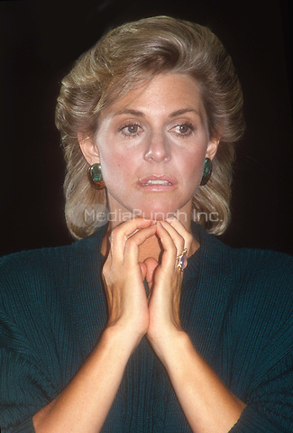 Lindsay Wagner 1987<br /> Photo By John Barrett/PHOTOlink.net / MediaPunch