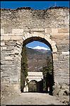 L'acquedotto romano e l'Arco di Augusto, a Susa