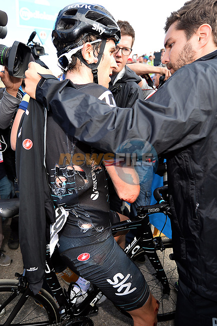 A bloodied Geraint Thomas (WAL) Team Sky after crashing with a police moto during Stage 9 of the 100th edition of the Giro d'Italia 2017, running 149km from Montenero di Bisaccia to Blockhaus, Italy. 14th May 2017.<br /> Picture: LaPresse/Gian Mattia D'Alberto | Cyclefile<br /> <br /> <br /> All photos usage must carry mandatory copyright credit (&copy; Cyclefile | LaPresse/Gian Mattia D'Alberto)