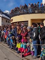 Zuschauer beim Aufzug der Masken beim Nassereither Schellerlauf, Fasnacht in Nassereith, Bezirk Imst, Tirol, &Ouml;sterreich, Europa, immaterielles UNESCO Weltkulturerbe<br /> spectators at the gathering of the masks, Nassereither Schellerlauf-Fasnacht, Nassereith, Tyrol, Austria Europe, Intangible World Heritage
