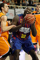 Mad-Croc Fuenlabrada's Sergii Gladyr (l) and FC Barcelona Regal's Nathan Jawai during Liga Endesa ACB match.November 18,2012. (ALTERPHOTOS/Acero) /NortePhoto