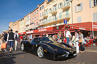 France, FRA, Département Var, Saint-Tropez, 2008Oct04: A Ferrari drives in Saint-Tropez at the Cote d'Azur / Provence.