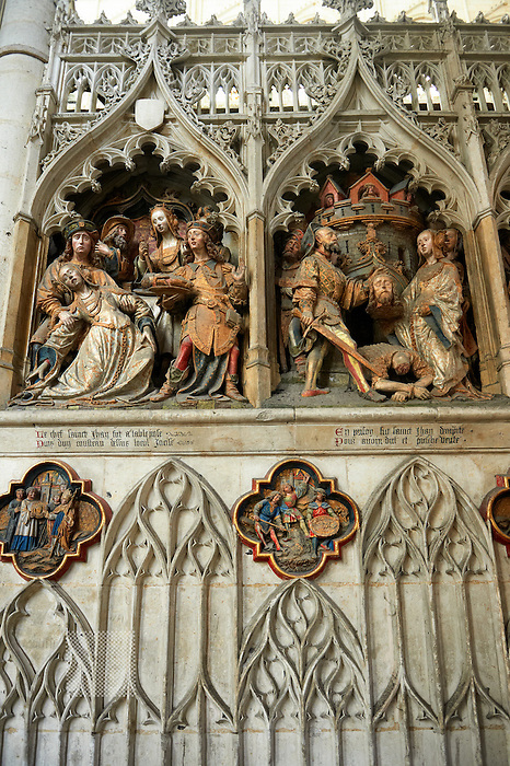 Gothic sculptures depicting the arrival in Amiens (1206) of a relic of John The Baptist from Constantinople brought by Richard de Gerberoy, Cathedral of Notre-Dame, Amiens, France. Panel 23A.