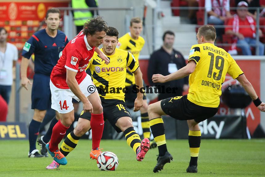 Julian Baumgartlinger (Mainz) gegen Milos Jojic und Kevin Grosskreutz (BVB) - 1. FSV Mainz 05 vs. Borussia Dortmund, Coface Arena