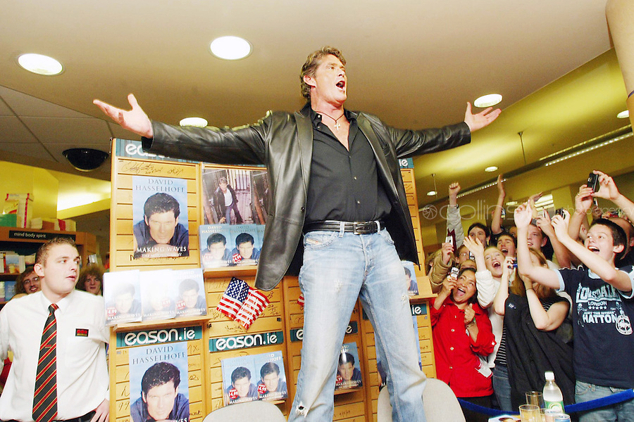 01/10/2006 TV Star, David Hasselhoff at the official signing of his autobiography, 'Making Waves' at Eason's Bookstore on O'Connell Street, Dublin. Photo: Collins +