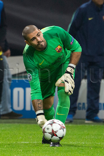 22.10.l2013. Milan, Italy. UEFA Champions League football. AC Milan versus FC Barcelona. Group stages. Victor Valdes (Barcelona),  at Stadio Giuseppe Meazza in Milan, Italy.