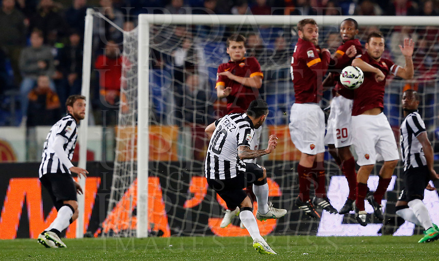 Calcio, Serie A: Roma vs Juventus. Roma, stadio Olimpico, 2 marzo 2015.<br /> Juventus&rsquo; Carlos Tevez, second from left, scores on a free kick during the Italian Serie A football match between AS Roma and Juventus at Rome's Olympic stadium, 2 March 2015.<br /> UPDATE IMAGES PRESS/Riccardo De Luca
