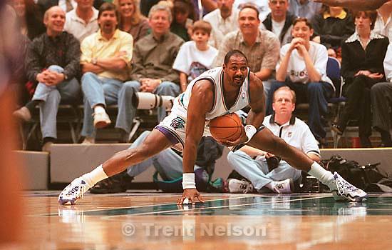 Utah Jazz vs. Sacramento Kings. Karl Malone does the splits.<br />