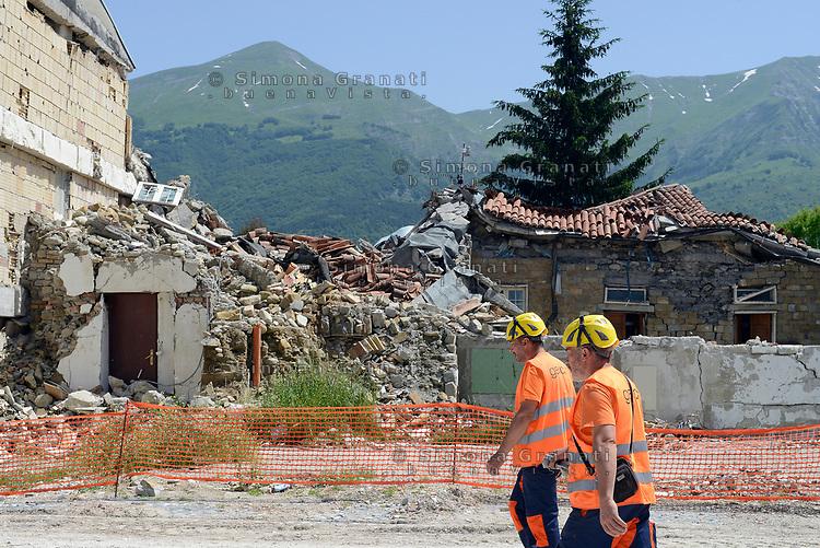 Amatrice, Rieti, 11 Giugno 2018<br /> operai<br /> Il Presidente del Consiglio Giuseppe Conte in visita sui luoghi del terremoto del 24 Agosto 2016